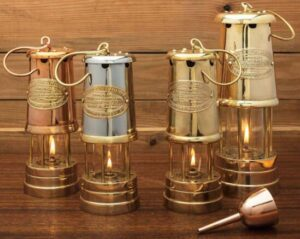 how do oil lamps work and what fuel it uses