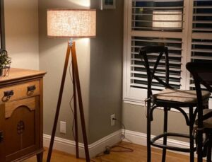 lepower tripod floor lamp with rubber legs